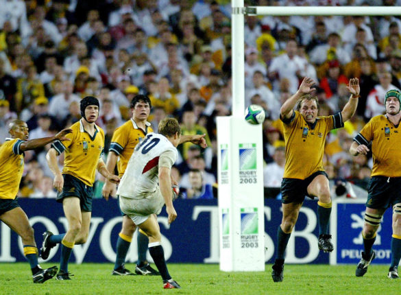 Jonny Wilkinson drops a goal to beat Australia